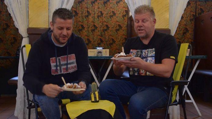 Vitesse-watcher Lex Lammers en fan in hart en nieren Bjorn Courbois houden het komende eredivisieseizoen hun club nauwlettend in de gaten. Vandaag kijken ze terug op de overwinning op RKC in Waalwijk en blikken ze vooruit op het duel tegen FC Utrecht.