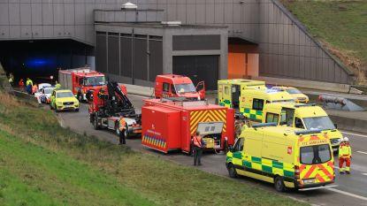 """Nog dit jaar trajectcontrole en slagbomen aan Beverentunnel, Vlaams Verkeerscentrum: """"tunneldosering was in werking voor het ongeval"""""""