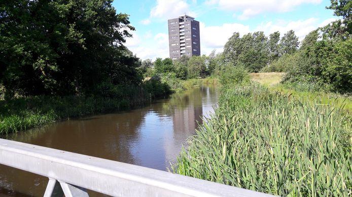 Fietspad langs de Dommel in Genneper Parken in Eindhoven, vlakbij de Bennekel.