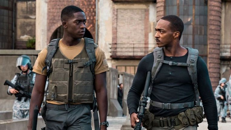 Damson Idris en Anthony Mackie in Outside the Wire. Beeld Netflix