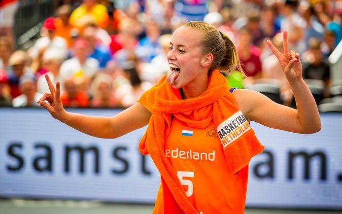 Jacobine Klerkx kan haar geluk niet op na het binnenhalen van de bronzen medaille.