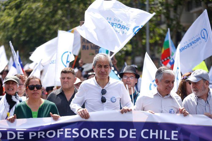 Onder de betogers waren vandaag ook honderden leraren.