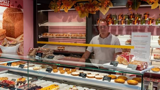 Het hoeft niet meer, toch laten veel winkels de kuchschermen hangen: 'Ze geven een veilig gevoel'