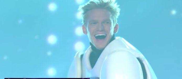 Cody Simpson als de Robot