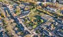Het betreffende gebiedje, met links de Kromstraat en rechtsboven het spoor. Rechtsonder de Verlengde Heischeutstraat, waar vroeger de Middelbare Agrarische School (MAS) stond.