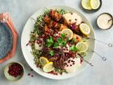 Wat Eten We Vandaag: Mixed grill van kip met hummus