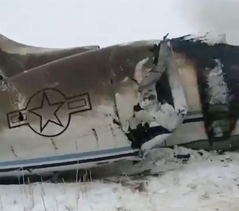 Resten van het neergestorte vliegtuig. Beeld AP