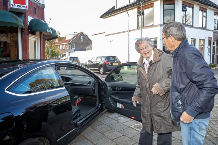 In verschillende gemeenten lopen al vergelijkbare projecten, waar vrijwilligers in hun eigen auto zorgen voor vervoer van deur tot deur voor ouderen.