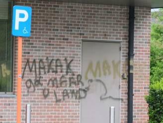"""Hakam (31) aangedaan na racistische graffiti op halalsupermarkt in Kortrijk: """"Heel jammer, we ontvangen Vlamingen met evenveel plezier"""""""