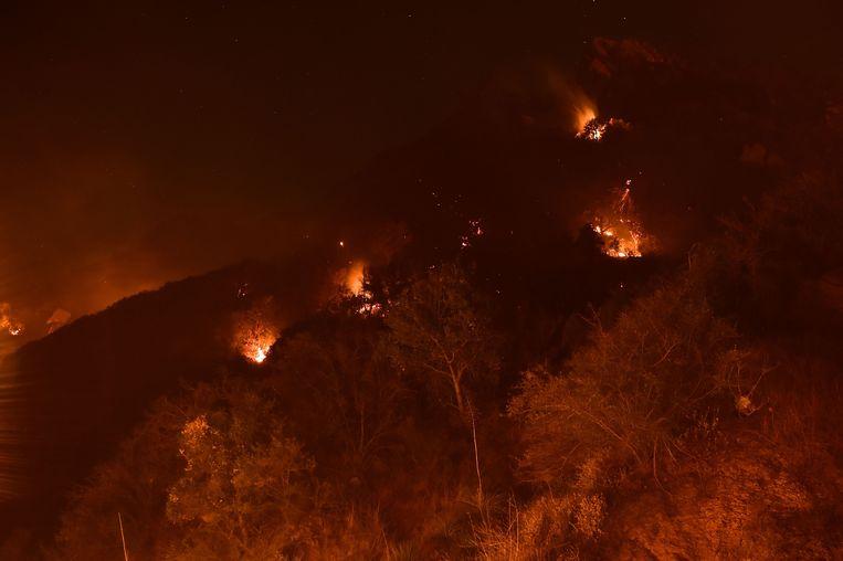 Vuur in de buurt van Malibu. Beeld AFP