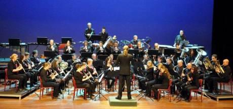Veenendaalse Harmonie Caecilia krijgt 5000 euro voor nieuwe instrumenten en concertkledij