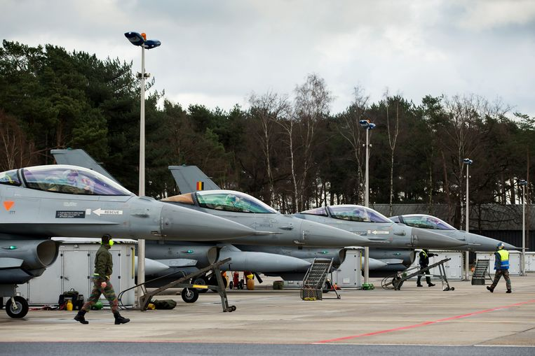 Belgische F-16's komen terug van Operation Desert Falcon.  Beeld BELGA