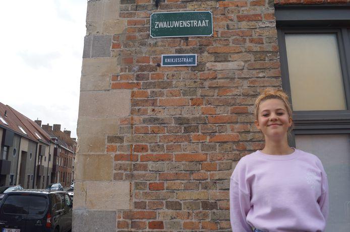 Zarra Neirynck uit Brugge wil de buurt vriendelijker maken met de Knikjesstraat