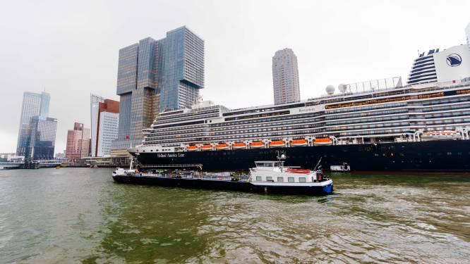 Daar is ze! Gloednieuw cruiseschip Rotterdam aangemeerd bij Holland Amerikakade