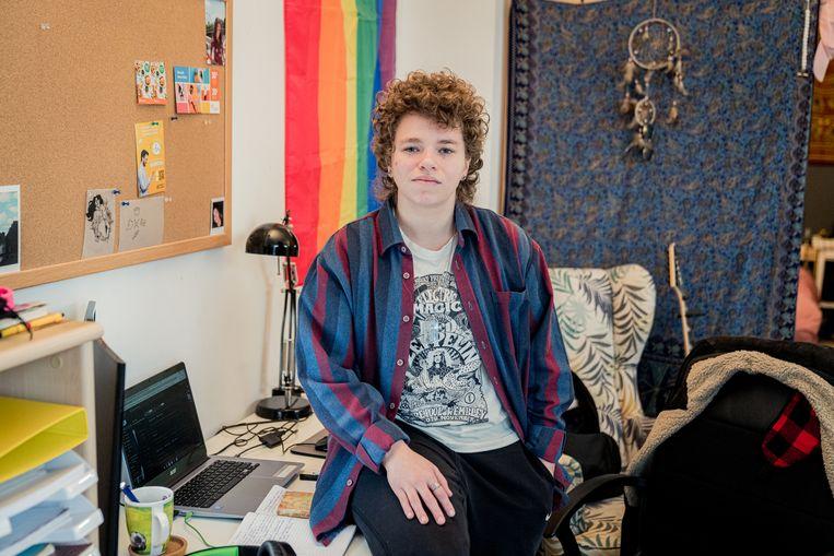 Nikita: 'Vroeger was je laptop ontspanning, nu betekent die laptop school en stress. Je kunt er ook niet aan ontsnappen. School en thuis zijn samengesmolten.'  Beeld Wouter Van Vaerenbergh