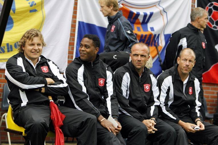 De technische staf van FC Twente, met vlnr: Youri Mulder, Patrick Kluivert, Alfred Schreuder en Boudewijn Pahlplatz. Beeld