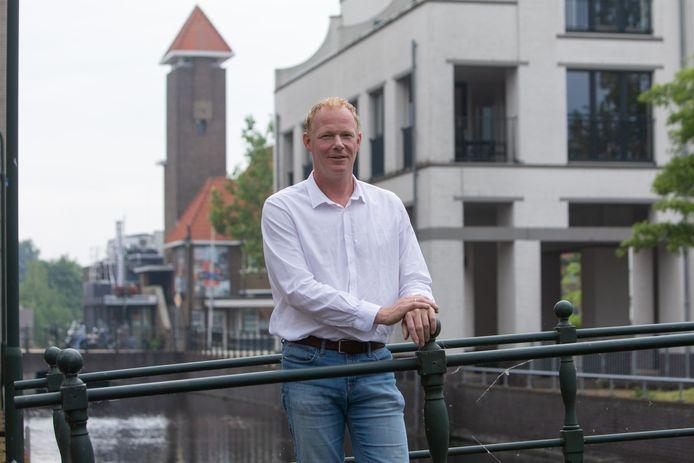 Jaap Buisman in het centrum van Bussum waar Jaap dagelijks werkt.