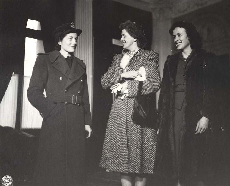 Van links naar rechts: Sarah Churchill, Anna Roosevelt and Kathleen Harriman  Beeld
