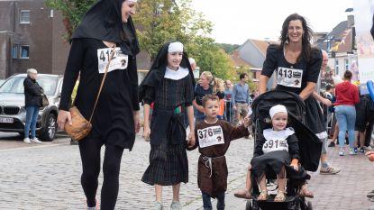 369 paters en nonnen joggen door hartje Ruien