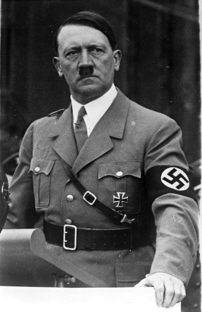 """Les recherches de Bob Baer, qui a passé sa vie dans l'espionnage et le contre-espionnage, ont débuté avec une analyse de 700 pages d'informations déclassifiées. Il est ainsi tombé sur un document affirmant que l'armée américaine avait été incapable de localiser le corps du """"Führer"""" et qu'ils n'avaient aucune preuve qu'Adolf Hitler était bien mort."""