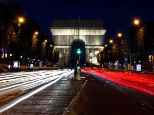 Une automobiliste percute quatre piétons sur les Champs-Élysées