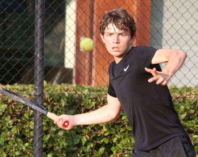 De 15-jarige Louis Maurau van TC Brughia wil volgend seizoen alleen in mannen 1 aan de slag.