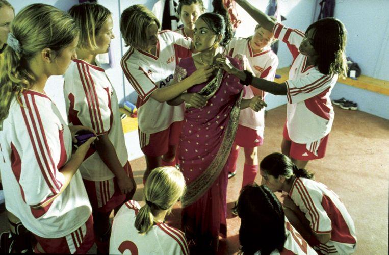 'Bend it Like Beckham' is een van de weinige 'Hollywoodiaanse' voetbalfilms. Beeld rv