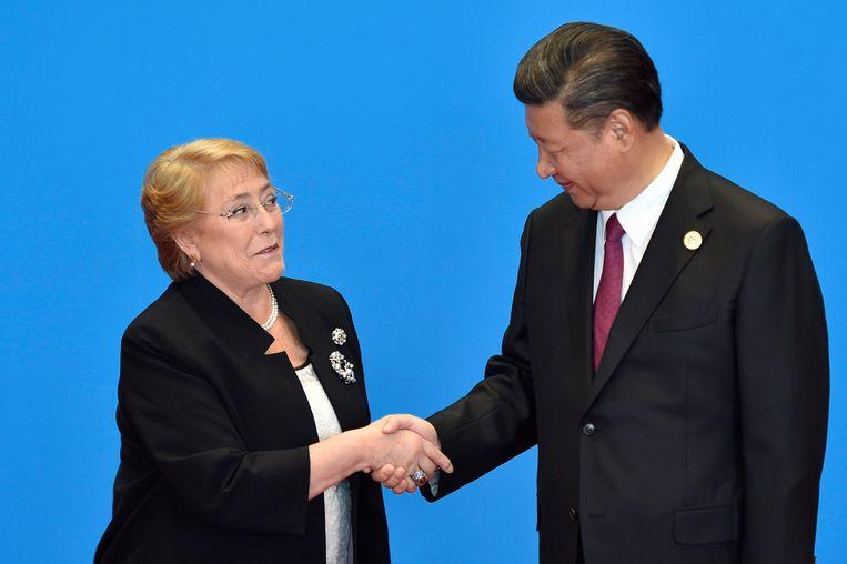 Michelle Bachelet en de Chinese president Xi Jinping in 2017. Beeld Getty