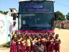 Rossumers rijden voor het goede doel in een oude schoolbus naar Sierra Leone