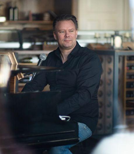 Restauranteigenaar Carl Groeneveld zingt iedereen een hart onder de riem