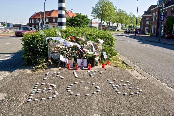 Op de plaats waar Brian 'Bob' Cumma werd doodgeschoten was enige tijd een gedenkplaats ingericht.