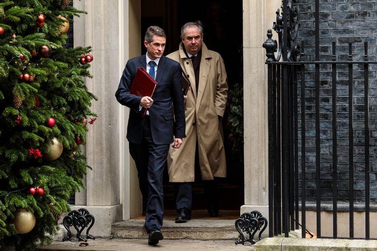 Minister van Defensie Gavin Williamson (l) en procureur-generaal Geoffrey Cox vertrekken na de wekelijkse kabinetvergadering op Downing Street 10.  Beeld Jack Taylor/Getty