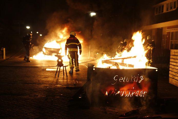 Auto in brand aan de Mussentiend in Veen.