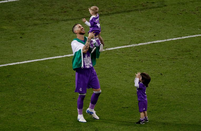 Britain Soccer Football - Juventus v Real Madrid - UEFA Champions League Final - The National Stadium of Wales, Cardiff - June 3, 2017 Real Madrid's Sergio Ramos celebrates with family after winning the UEFA Champions League Final Reuters / Phil Noble Livepic © PHOTO NEWS / PICTURE NOT INCLUDED IN THE CONTRACTS  ! only BELGIUM ! Beeld null