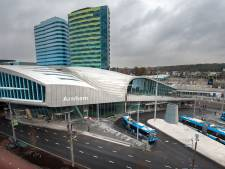 Station Arnhem Centraal heet volgens de gevel nog steeds 'Arnhem'