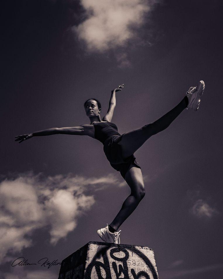 'Dansleraren zeiden me: 'Misschien moet je rondkijken bij eigentijdse gezelschappen.Die zijn divers samengesteld.'' Beeld RV