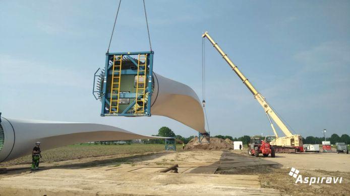 De laatste onderdelen van de gloednieuwe windmolen zijn aangekomen in Brecht.