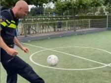 Wijchense wijkagent Glenn scoort op Instagram met voetbalskills: 'Als deze man had gespeeld waren we door geweest'