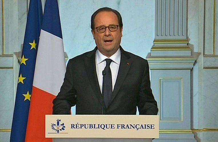 President Hollande tijdens zijn eerste korte persconferentie deze nacht.