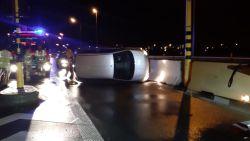 Auto belandt op zijkant na slippartij op A12