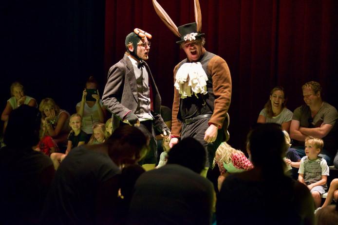 Komend voorjaar programmeert Theaterspoor het stuk 'Over een mol die wil weten wie er op zijn kop gepoept heeft'.