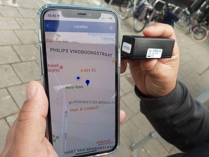 Het iVeilig diefstal-alarm met tracker. Het zwarte 'kastje' wordt in het fietsframe verstopt. Via de app is te volgen waar de fiets zich bevindt.