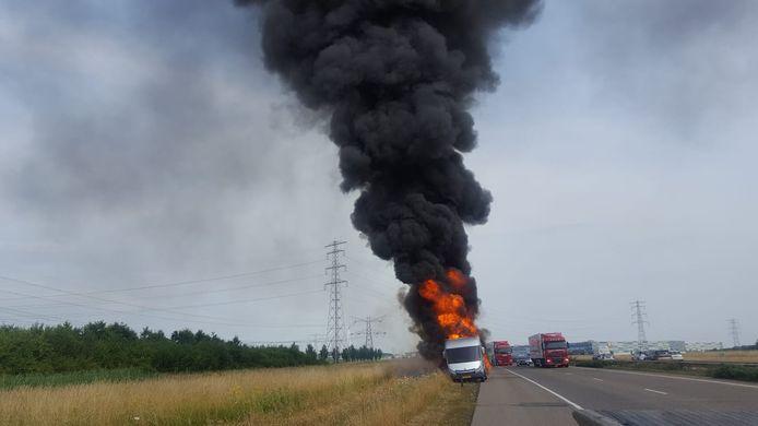 Camper op A15 in brand.