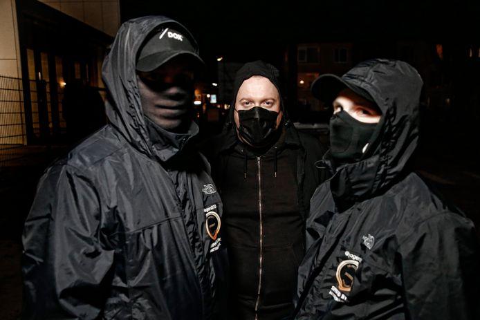 Pedojagers in Utrecht , een soort buurtwacht tegen actieve pedofielen . De club wilde niet herkenbaar op de foto.