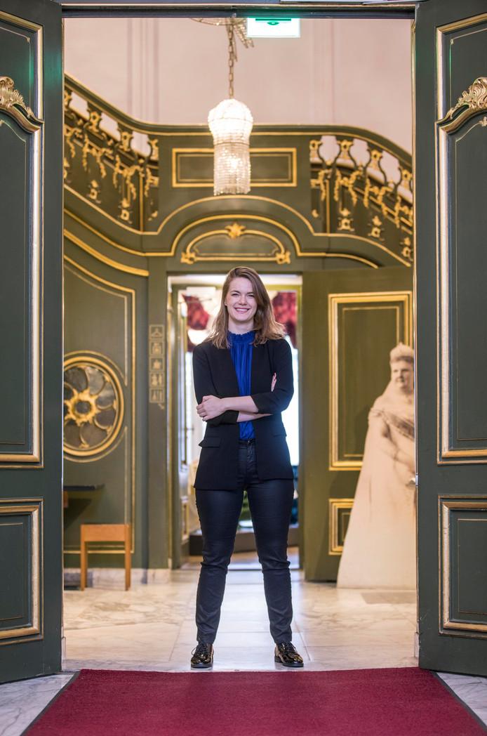 Judith Kadee tussen de deuren van museum Escher in het Paleis, met ingang van 1 januari haar nieuwe werkgever.