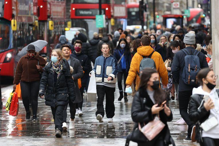 Archiefbeeld: kerstshoppers in Londen. Beeld Photo News