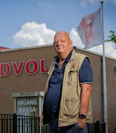 Boetes voor hangjongeren die voor overlast zorgen op het voetbalveld: 'Het kan zo niet langer'