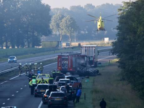 Omstanders halen zwaargewonde bestuurder uit brandend Pools wrak A73: 'Ze hebben zijn leven gered'