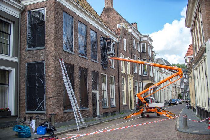 De politie onderwierp de woning van weduwe Tillema in Zwolle in 2013 aan een grondig onderzoek, toen duidelijk werd dat ze geen natuurlijke dood is gestorven. Daar ging de politie aanvankelijk wel van uit, mede door een valse verklaring van schouwarts Reinier D.