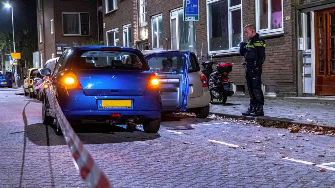 Gewonde man aangetroffen in auto op de Van Swietenlaan, stel aangehouden